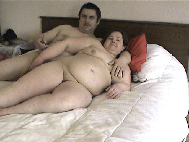 Ma femme et moi dans le lit 003